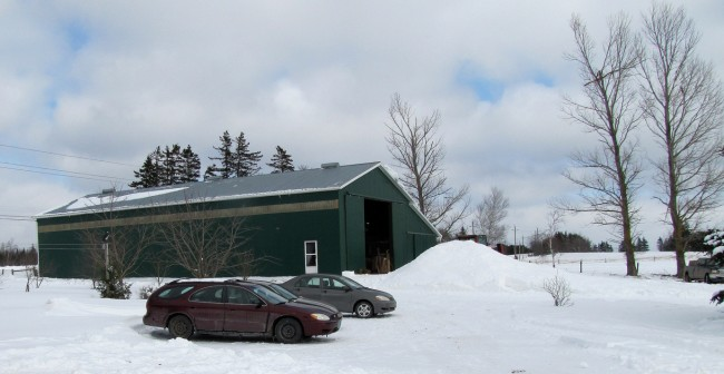 George and Melaney built the barn with the help of friends, using timber from their own woodlot. It measures 40' by 88' and 17.5' high. They hired carpenters to build the lean-to on the east side, which is 20' wide.