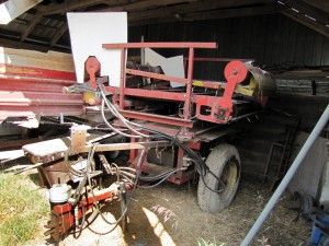 A round bale unwinder brought in from the UK was modified so that it can be winched 90 degrees to the left or right, making it ideal for bedding the greenhouse barns from the central alley.